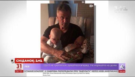 Алек Болдвін розчулив своїх шанувальників на відео з дітками