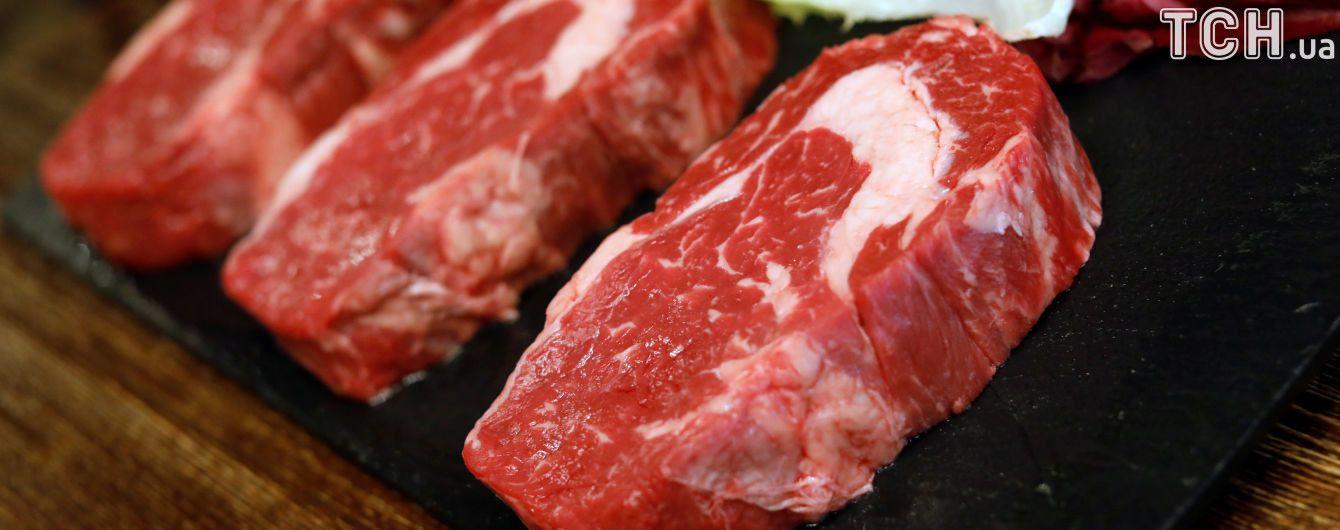 В Украину начали ввозить в два раза больше свинины. Потому что своя в дефиците