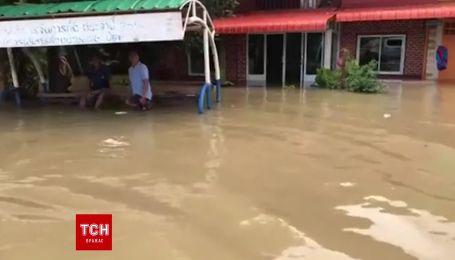 Мощные наводнения унесли десятки человеческих жизней в Таиланде