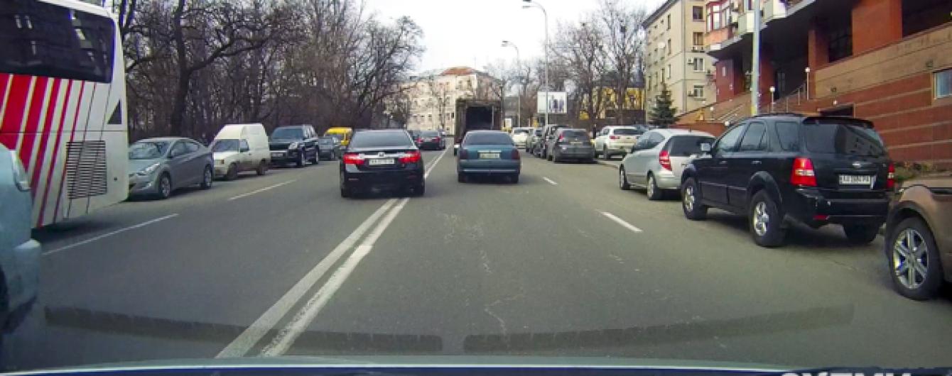 Журналисты показали, как кортежи Луценко, Ложкина и других политиков нарушают ПДД