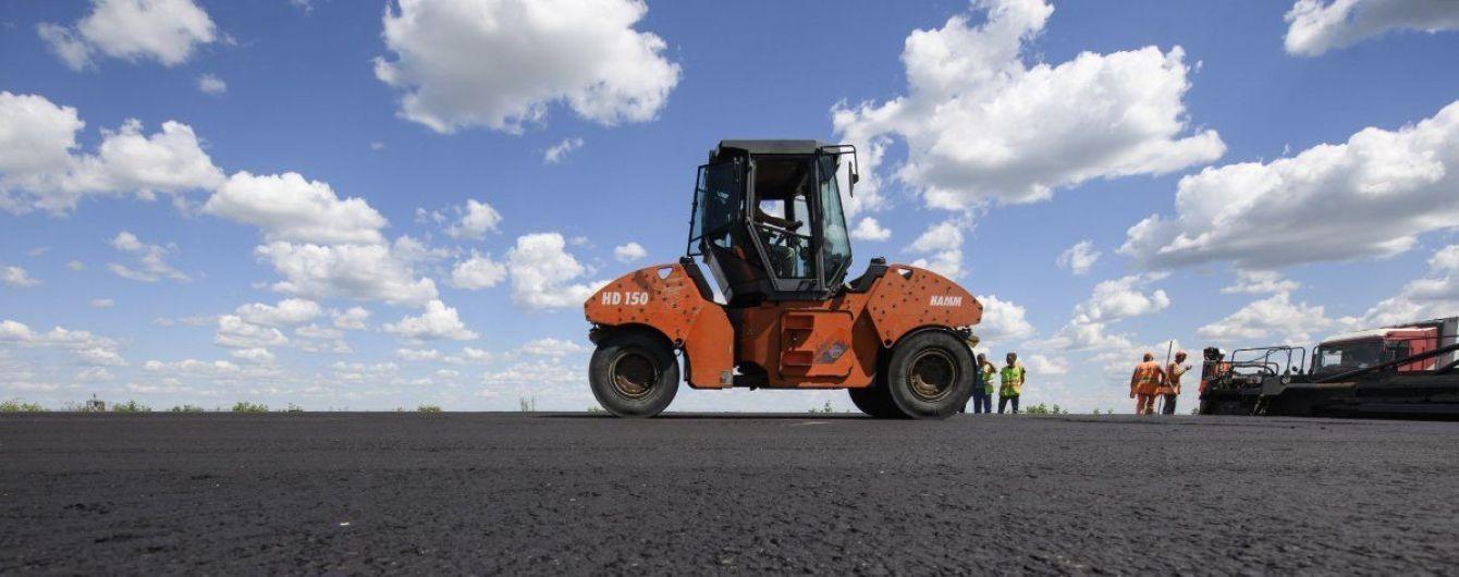 Омелян утверждает, что запланированных Офисом президента денег на ремонт дорог хватит только на треть работ
