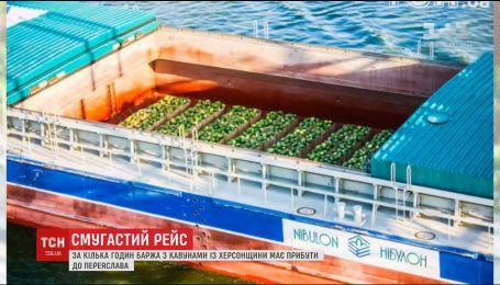 Славнозвісна баржа з кавунами прибуває до Переяслава-Хмельницького