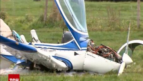 Двоє людей отримали серйозні травми після падіння літака в Австралії