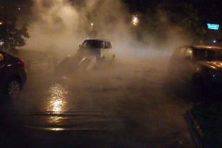 В Санкт-Петербурге десятки машин затопило горячей водой