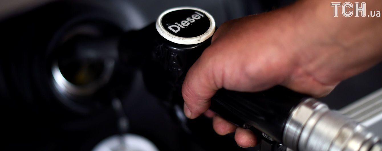 У скільки обійдеться заправити авто на АЗС вранці 7 жовтня