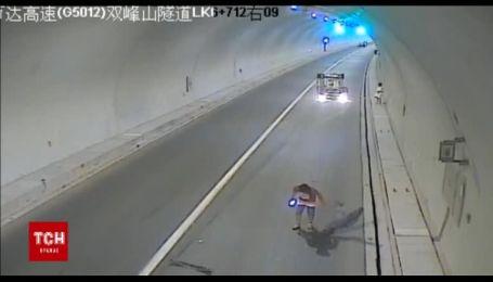 Женщина-водитель потеряла контроль над машиной и перевернулась, потому что управляла босой