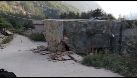 Китай оговтується від потужного землетрусу