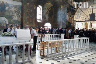 Экс-нардепа Бережную похоронили на Зверинецком кладбище