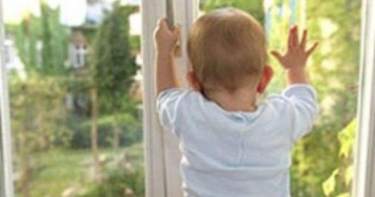 В Покровске из окна выпал 6-летний мальчик