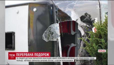 28 людей дістали поранення внаслідок аварії рейсового автобуса в Польщі