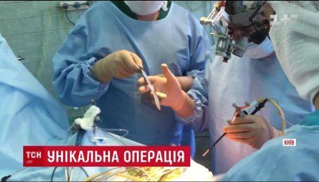 Українські лікарі поєднали особливі технології та провели операцію з видалення пухлини на мозку