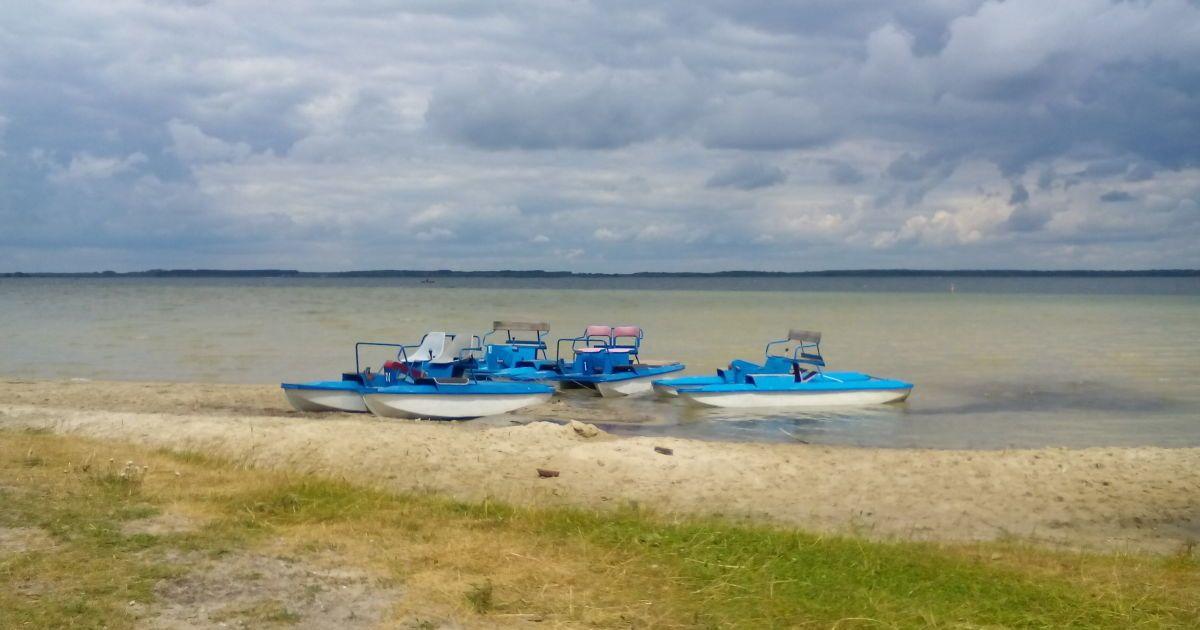 На Світязі водолази врятували шістьох дорослих і двох дітей, які перекинулись на катамарані