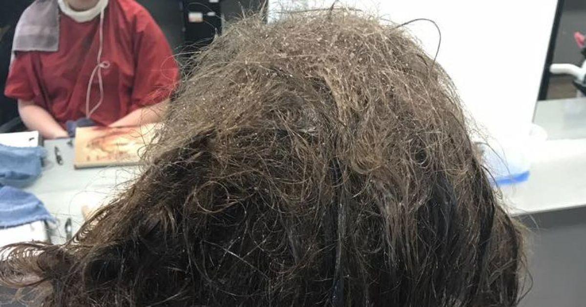 """К Олссон пришла 16-летняя девушка со спутанными волосами и попросила """"полностью обрезать его"""". @ Facebook/Kayley Olsson"""