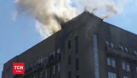У Харкові розгорілася пожежа напроти центрального вокзалу