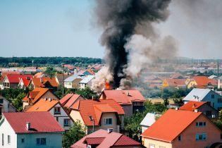 Дрон снял на видео машстабный пожар частного имения под Ужгородом