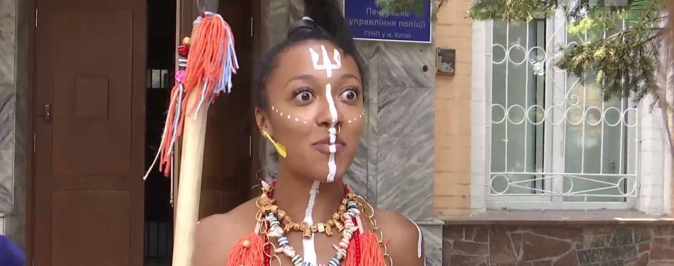 """Колоритна """"дикунка"""" з Femen отримала другу підозру за оголений перфоманс перед Порошенком і Лукашенком"""
