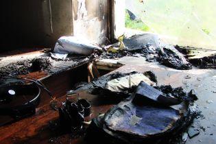 """Невідомі жбурнули коктейлі Молотова в будівлю """"Київблагоустрою"""" і спалили великий кабінет"""