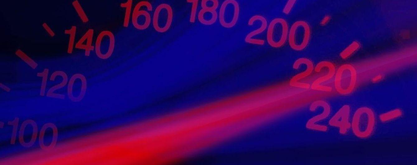 Скорость около сотни: автогонщик посмотрел видео движения Lexus за несколько секунд до ДТП в Харькове