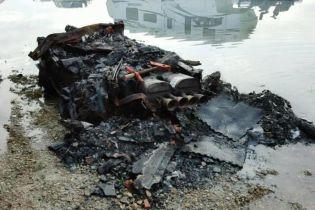 В США на продажу выставлен полностью сгоревший Chevrolet Corvette