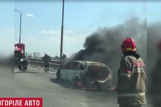 Пожар на Южном мосту вызвала машина на иностранных номерах