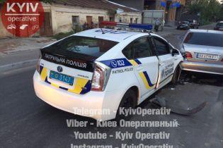 В Киеве полицейский Toyota Prius врезался в Mercedes-Benz