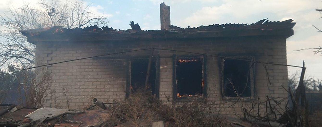 Боевики обстреляли село на Луганщине, повредив жилой дом