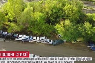 """Селевой поток в Крыму сыграл в """"домино"""" десятками авто на трассе под Судаком"""