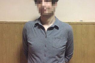У столичному метро чоловік погрожував пасажирам ножем