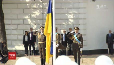 Украина грандиозно отмечает День флага