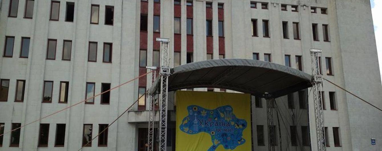 Скандал у Броварах. Через мапу України без Криму відкрили кримінальну справу