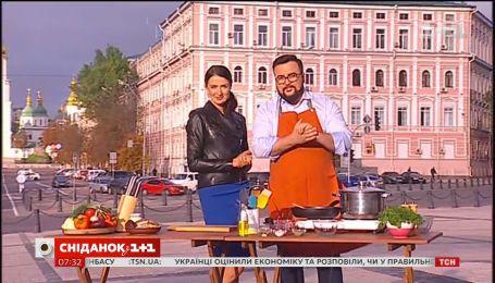 Руслан Сеничкин и Валентина Хамайко приготовили настоящий украинский борщ на Михайловской площади