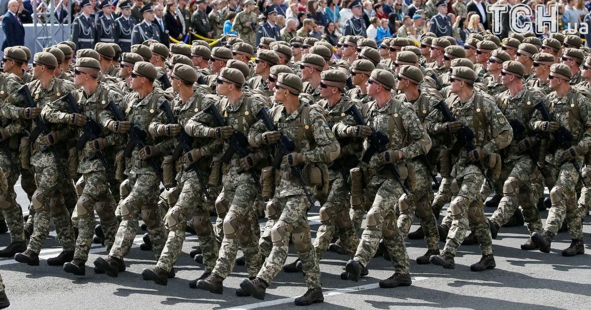 В Минобороны считают, что зарплату военнослужащим нужно повысить в два раза