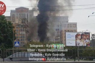 В Киеве на улице Львовской вспыхнул пожар