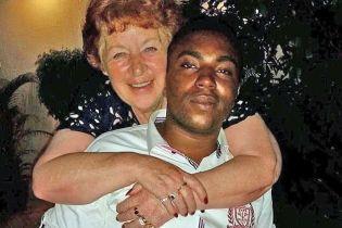72-летняя британка вышла замуж за 27-летнего нигерийца после трех месяцев знакомства в Интернете