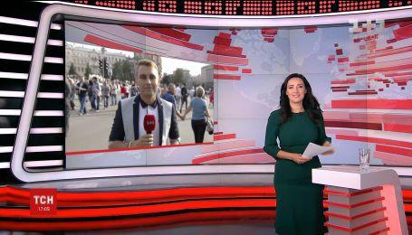 У центрі Києва сотні людей продовжують відзначати День Незалежності