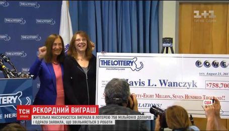Женщина в США выиграла в лотерее джек-пот, который стал крупнейшим в истории розыгрыша