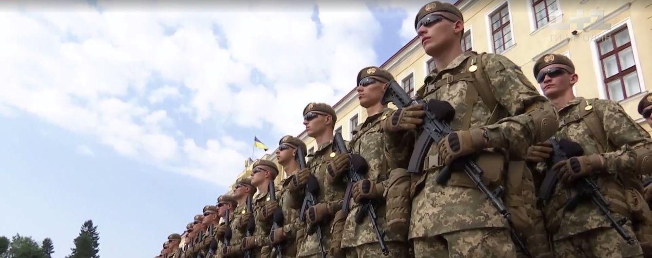 Трогательная присяга при поддержке солдат НАТО: во Львове в военную академию поступили тысяча курсантов