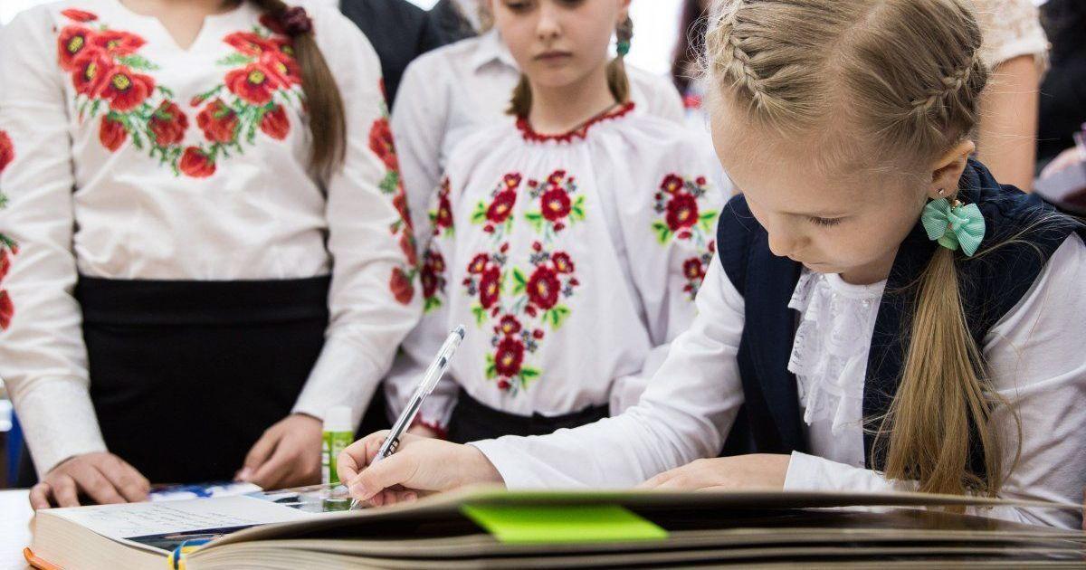 В Румынии пропагандист призвал украинцев массово принимать гражданство страны из-за закона об образовании