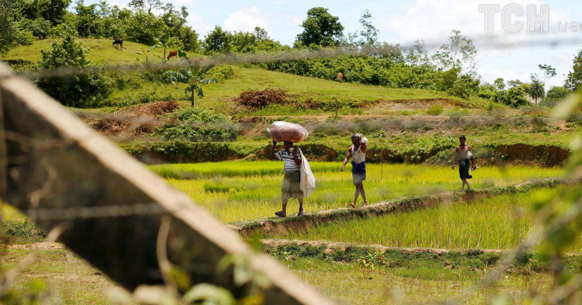 Рохінья тікають до Бангладеш через спалах насильства у М'янмі.
