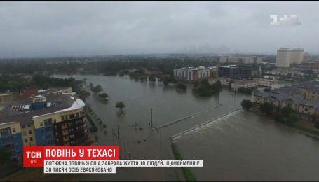 Число жертв мощного наводнения в Техасе возросло до 10 человек
