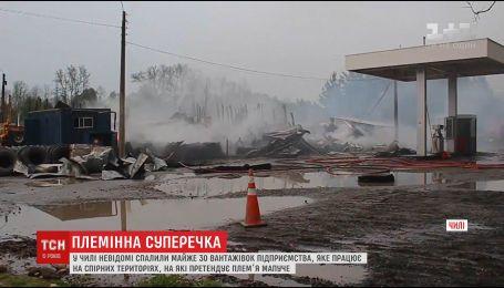 В Чили неизвестные сожгли почти 30 грузовиков предприятия, работающего на спорных территориях