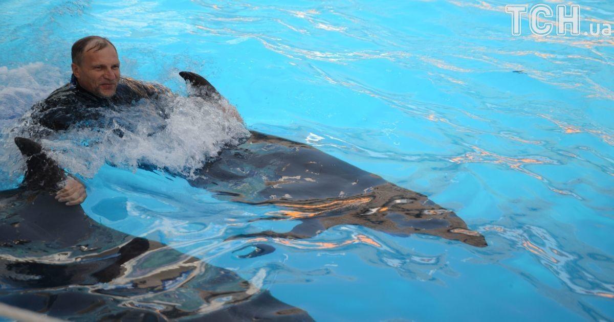 Олег Скрипка показал, как впервые в жизни поплавал с дельфинами