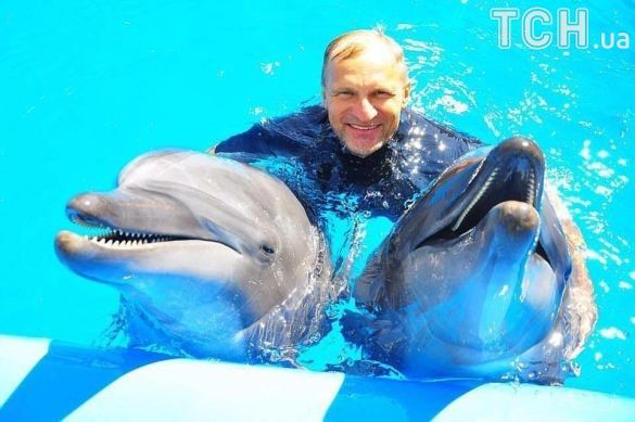 Олег Скрипка з дельфінами