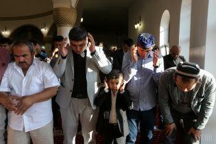 З молитвами і жертвопринесеннями: мусульмани Києва святкують Курбан-байрам