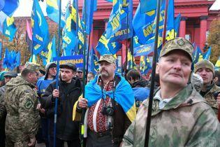 """Оскандалилися на порожньому місці: """"активісти"""" і """"Свобода"""" пікетували Одеську кіностудію"""