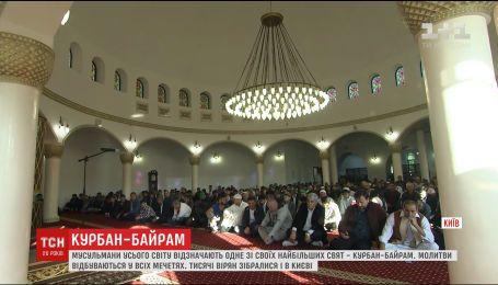 В главной мечети Киева мусульмане объединились в общей молитве