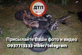 Смертельна ДТП у Києві: мотоцикліст на великій швидкості врізався у паркан