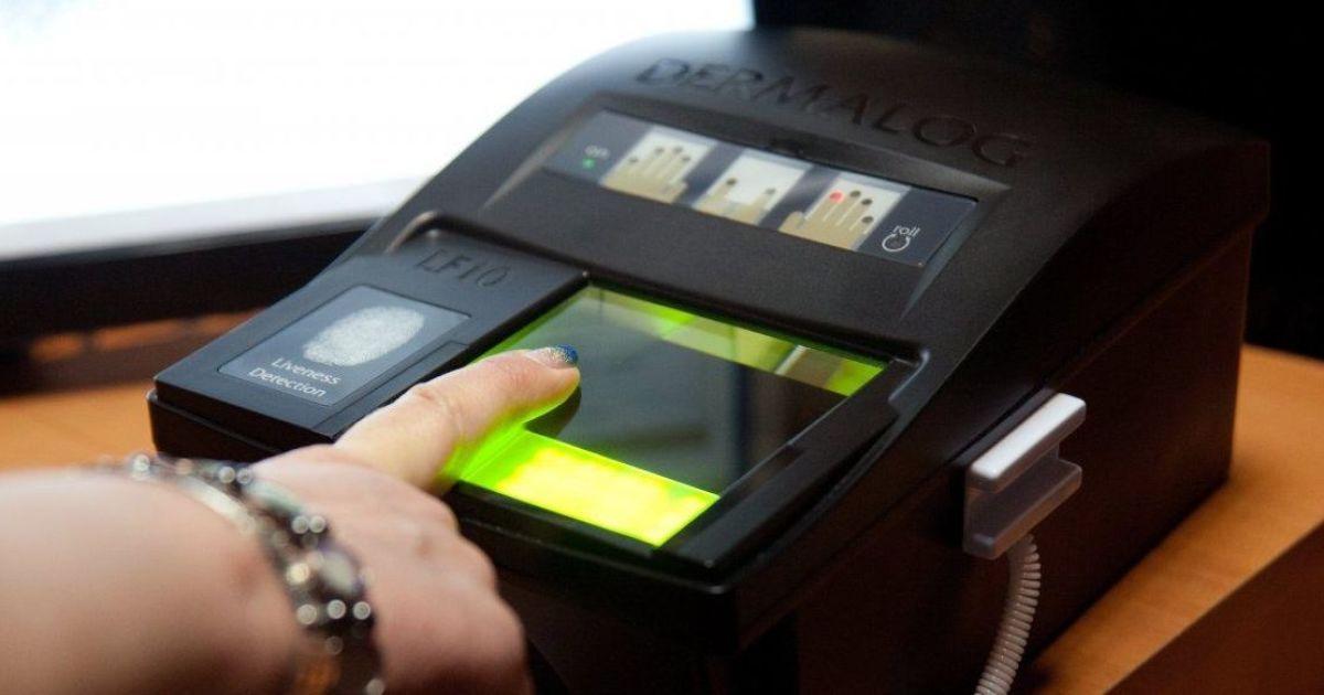 В Украину – только с отпечатками пальцев. Вступил в силу указ о биометрическом контроле для иностранцев