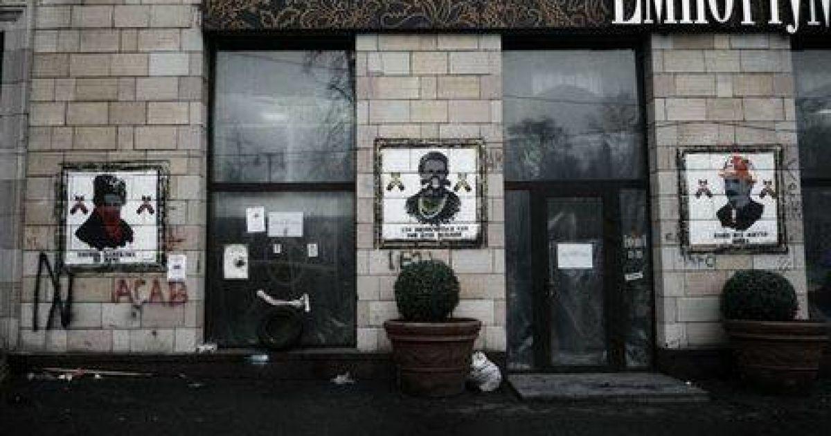 На Грушевского восстановили легендарных Кобзаря, Лесю и Каменяра времен Майдана