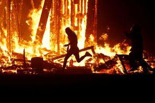 В США умер мужчина, который на глазах у 70 тысяч человек забежал в пламя на фестивале Burning Man